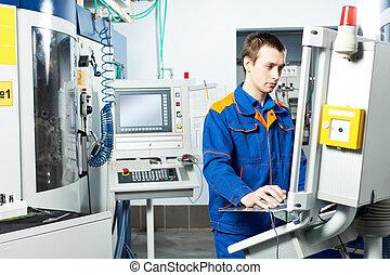 Trabajador de maquinaria en taller