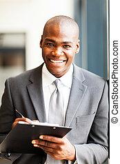 Trabajador de oficinas afroamericanas