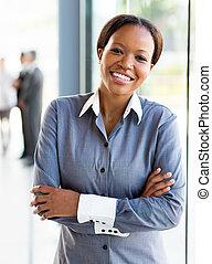 Trabajador de oficinas afroamericano