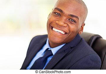 Trabajador de oficinas afroamericanos