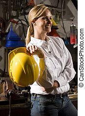 Trabajadora de oficinas de mantenimiento