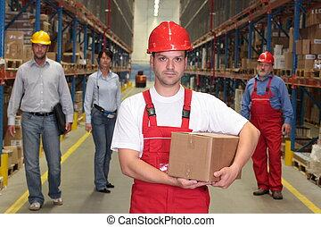 Trabajadores en el almacén