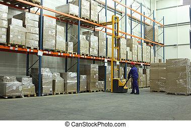 Trabajando en el almacén