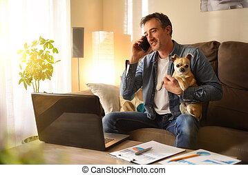 trabajando, hogar, hombre, perro, teléfono, hablar, el suyo