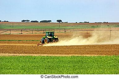 Tractor en el campo portugués.