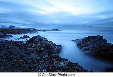 Tranquiliza el mar en el sudeste de Hielolandia