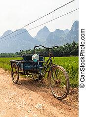Transporte chino en una montaña de Li River