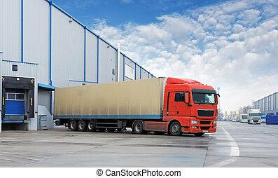 Transporte de carga, camión en el almacén