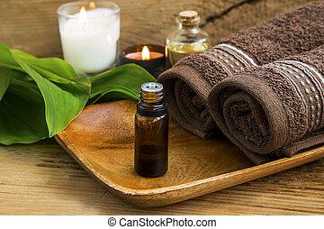 Tratamiento de spa con aceite, velas y toallas de algodón