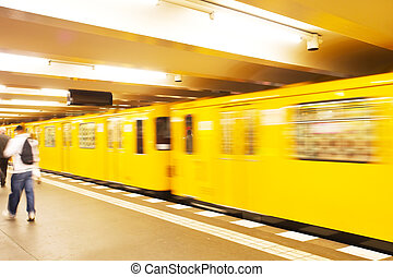 tren subterráneo