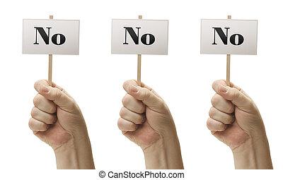 Tres signos en puños diciendo no, no y no