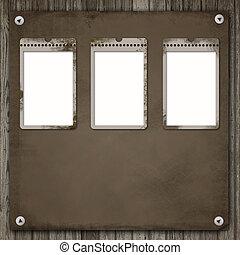 Tres viejos marcos de papel sobre un pasado de madera
