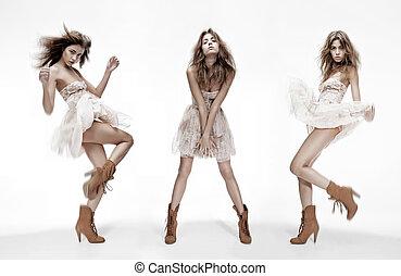 Triple imagen de modelo de moda en diferentes poses