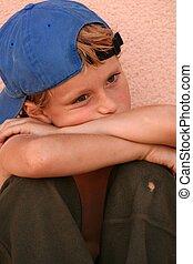 Triste, infeliz, solitaria, afligida, niño o niño
