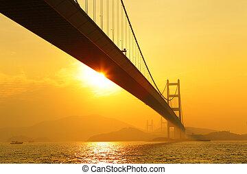 Tsing ma bridge al atardecer