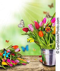 Tulipanes de color flores con mariposas exóticas
