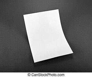 Un afiche en blanco en gris para reemplazar tu diseño.