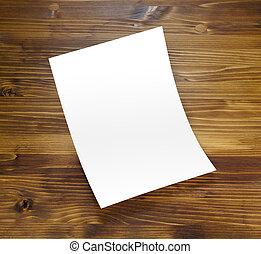 Un afiche en blanco en madera para reemplazar tu diseño.