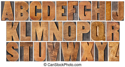 Un alfabeto antiguo de madera
