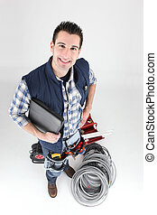 Un amigo electricista con portátil