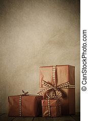 Un antiguo arreglo de regalos navideños