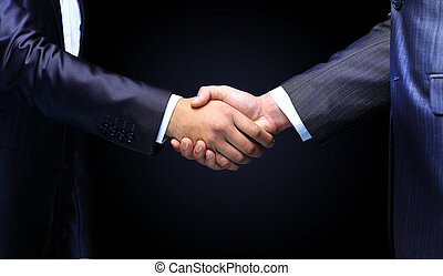 Un apretón de manos sosteniendo un fondo negro