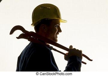 Un artesano con herramientas