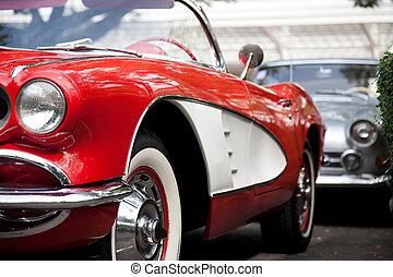 Un auto rojo clásico