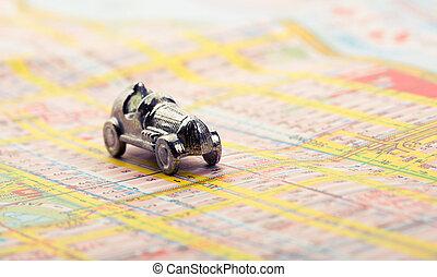 Un auto viejo en el mapa