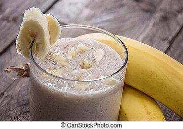 Un batido de plátano recién hecho