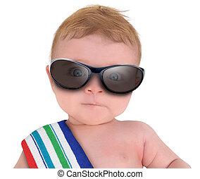Un bebé genial con gafas de sol en blanco
