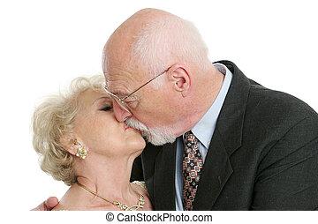 Un beso de último año romántico