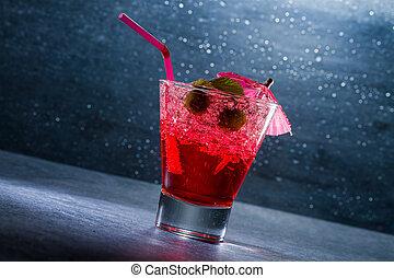 Un cóctel de fresa en un vaso