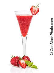 Un cóctel de fresa en una flauta de champán
