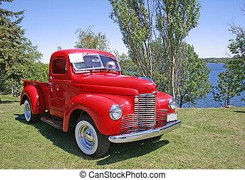 Un camión rojo