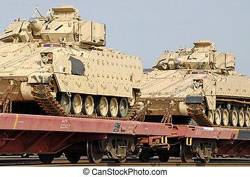 Un cargamento militar de tanques