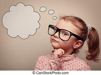 Un chico inteligente con gafas pensando con la burbuja del habla. Vintage