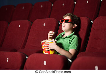 Un chico solo en el cine