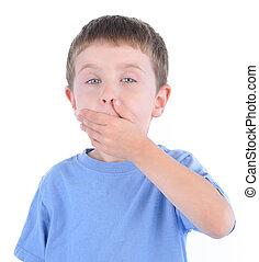 Un chico sorprendido con un secreto en blanco