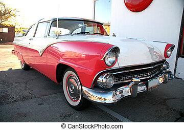 Un clásico auto retroamericano