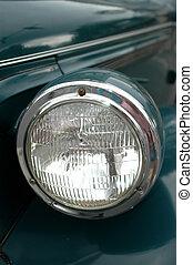 Un coche antiguo