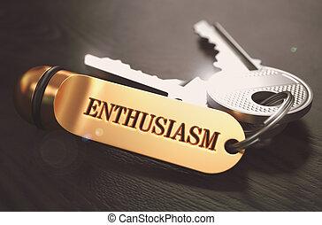 Un concepto de entusiasmo. Llaves con llaveros dorados.