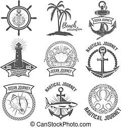 Un conjunto de emblemas náuticos aislados en el fondo blanco. Elementos de diseño para logo, etiqueta, firma. Ilustración de vectores.