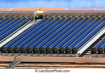 Un conjunto de paneles de agua caliente solar