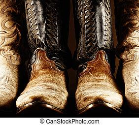 Un contraste de botas de vaquero