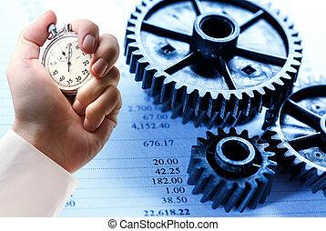 Un cronómetro de mano sobre presupuesto y ruedas densas