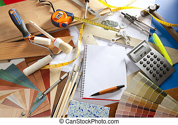 Un cuaderno de espiral de diseñadores de escritorios