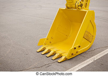 Un cubo de excavadores amarillo y claro
