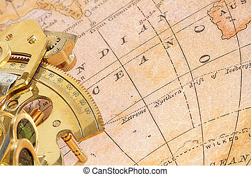 Un dispositivo de navegación en un fondo un viejo mapa