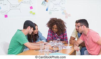 Un equipo creativo con ideas sobre co